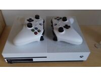 Xbox one 2 controllers 500gb