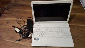toshiba white laptop amd satellite c660d-1hk
