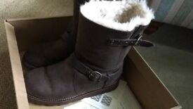 Genuine Ugg Boots, size7,as new condition, boxed