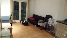 Spacious two double bedrooms apartment in Salford Quays with secured car park M5 3DE