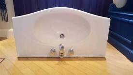 Villeroy and Boch 1000mm bathroom sink
