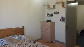 "Double room in clean flat £100 pw include all bills in"" Barking"" for working professional only"