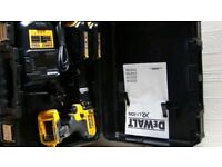 Dewalt 18v drill set / new