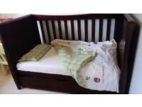 cot/daybed, matching wardrobe 0-age7. Trundle incl. Flat, fitted sheets, duvet sets n mattress incl
