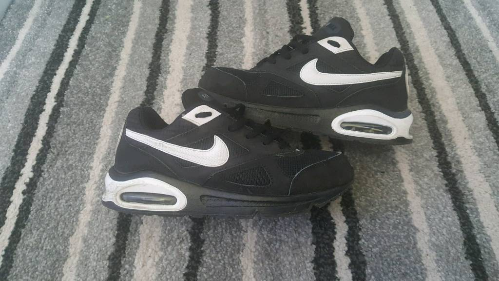 boys nike air max trainers size 3