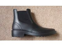 Slip on waterproof Chelsea boots size 5 UK