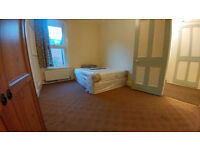 BIG Double room available, 2min walk from BARKING station ! ALL BILLS INCLUDED