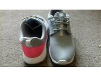 Nike trainers sz 3,5 lovely grey but shocking pink tick