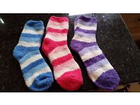 BULK BUY. 1300 PAIRS OF FLUFFY MICROFIBRE LADIES STRIPY SOCKS. ASSORTED COLOURS. BUY TO SELL ON