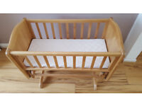 swinging crib with mattress, very good conditions