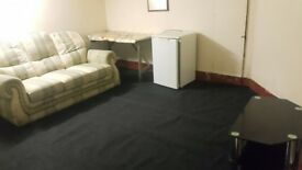 LARGE BASEMENT ROOM OFF HAGLEY ROAD NEAR CITY CENTRE