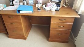 Beautiful computer desk,immaculate condition