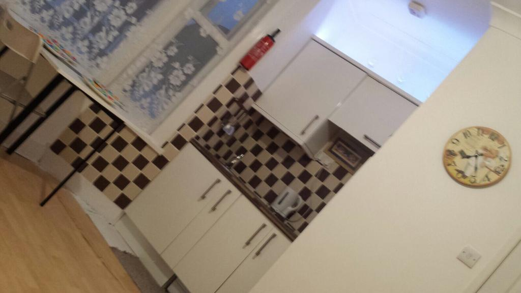 2bed room flat to let in seven sisters