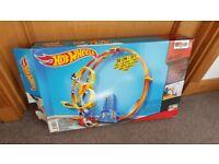 Hot Wheels Super Loop Chase Set