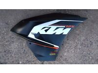 KTM RC125 Right side fairing with little scratch, RC 125 side cover see pictures