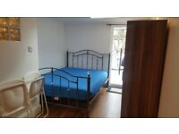 ensuite room available to rent close to leyton station