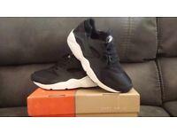 Brand New Nike Air Huarache Black/White Size 10 Max Tn Jordan Bargain