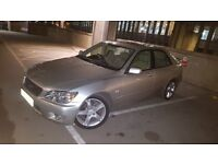Lexus is 200 se