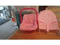 Baby dolls car seat/ baby chair very good condition