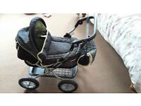 Silver Cross Junior Doll' s Pram + bath tub and carry cot