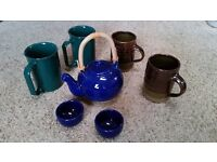 Teapot, small, oriental with two cups in navy blue