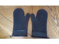 KitchenAid - pair of oven mitts