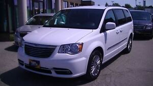 2016 Chrysler Town & Country TOURING-L WITH LEATHER, POWER SLIDI