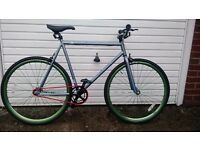 Single Gear Dual Hub Fixie/Free Wheel Adult 700c bike Mint condition.
