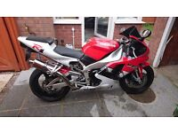 Yamaha R1 excellent condition with race and road can, must been seen