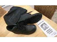 Steel toe safety boots size 9 never worn