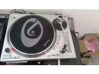 gemini PT-2100 turn tables and mixer