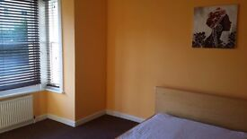 Large Double room and Double Room available in Bournemouth.