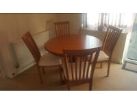 Extendable Round Dining Table with 4 chairs. Solid wood.