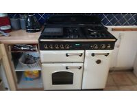 Cream Leisure gas range cooker reluctant sale due to new kitchen in good condition £100