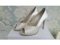 Rainbox Club Bridal Shoes Size 6 (39)