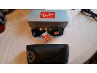 Nice Brand New Designer Unisex Black UV Sunglasses with Carrier Case and Cleaning Cloth.