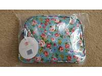 PRETTY FLORAL WASH BAG - BRAND NEW IN PACKAGING