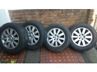 Original land rover discovery 3 wheels immaculate wheels with some tread left on the tyres too