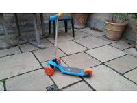 Small used child's scooter max 20kg, blue and orange