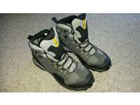 Salomon Conquest Mens Walking Boots (new)