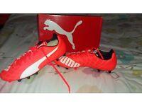 Mens size 10 puma evospeed 5.4 FG football boots new unused