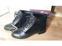 Clarkes ladies lace up boots leather and suede black size 7 1/2 ,