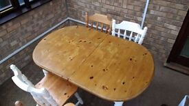 Extendible Dining Table with 4 Chairs