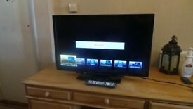 Panasonic 32 inch Widescreen Full HD 1080p 400Hz 3D TV with Freeview HD -Can Deliver