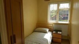 Clean and Cosy room in a great locatio