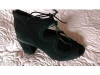 Ladies black size 6 suede shoes