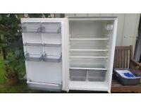 Integrated fridge (Baumatic)