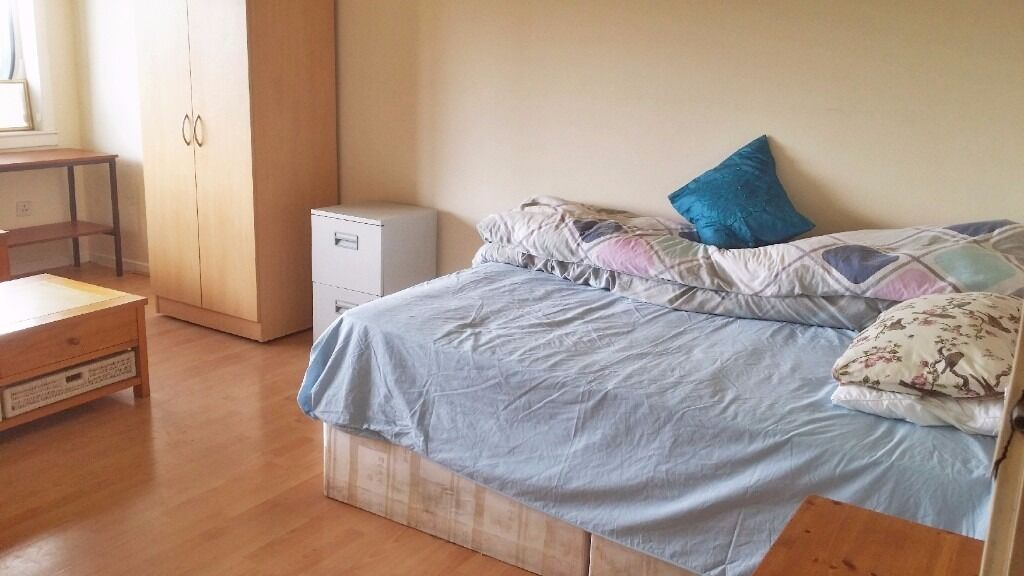 Renting out a bedroom at 39 Braid Square G49YQ Great Location ...