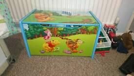 Winner the pooh toy box