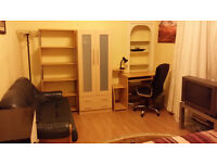VERY NICE LARGE DOUBLE BEDROOM IN THE WEST END 270 pm